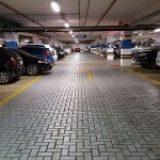 Onko lentoasemilla pysäköintihalleja?